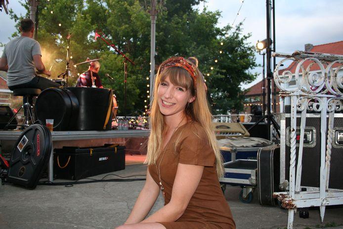 Sarah Verdeyen backstage bij Plèkmuziek.