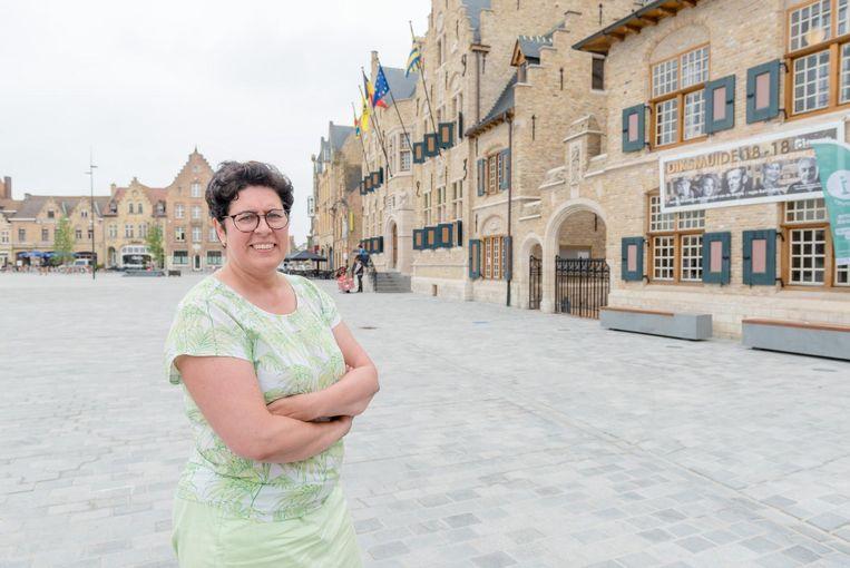 Burgemeester Lies Laridon op de Grote Markt.