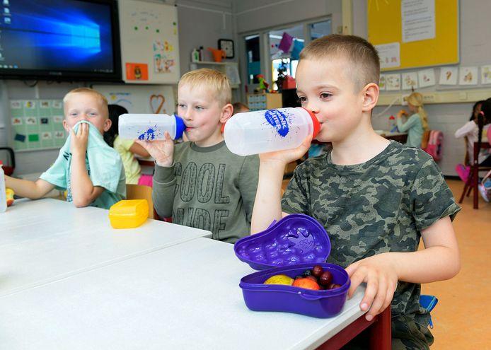 Basisschool Don Bosco heeft gezondheid hoog in het vaandel staan. Water drinken en fruit eten is daar de normaalste zaak van de wereld.