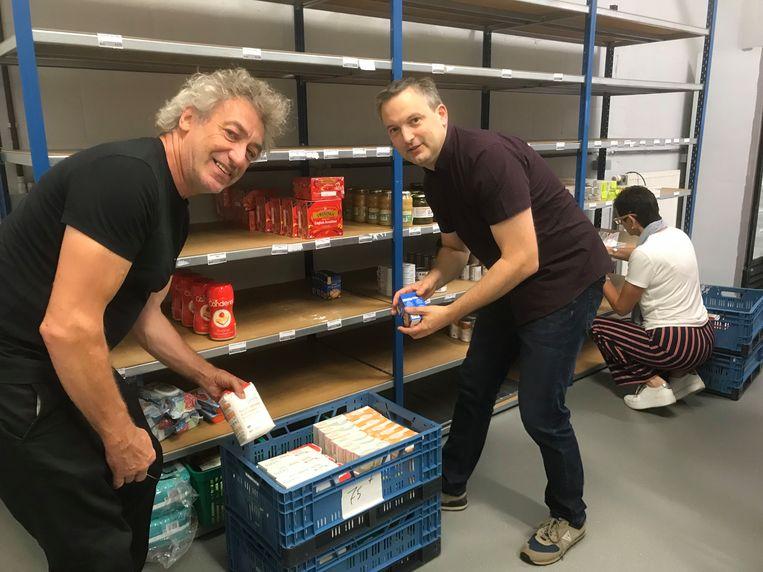 OCMW-voorzitter Geert Asman (PVDA) hielp gisteren mee de spullen verhuizen.