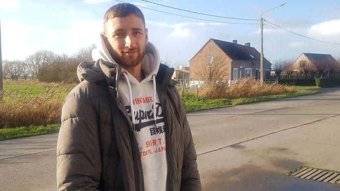 Dakwerker Neil Gunst zag op 19 december de homejackers in Oostkerke wegvluchten en probeerde hen te achtervolgen. Daarna trof hij het 78-jarige slachtoffer doodsbang aan, opgesloten in de kelder.