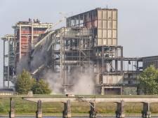 Sloop oude IJsselcentrale in Zwolle vlotgetrokken