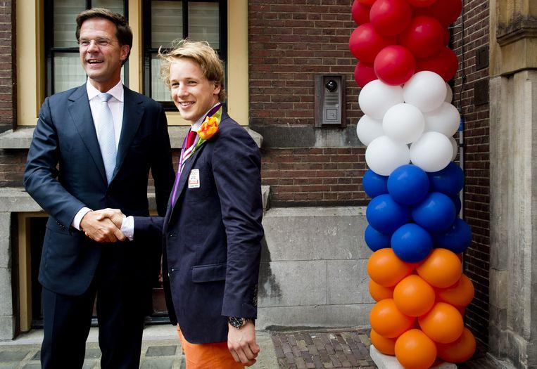 Premier Rutte feliciteert Epke Zonderland. Beeld ANP