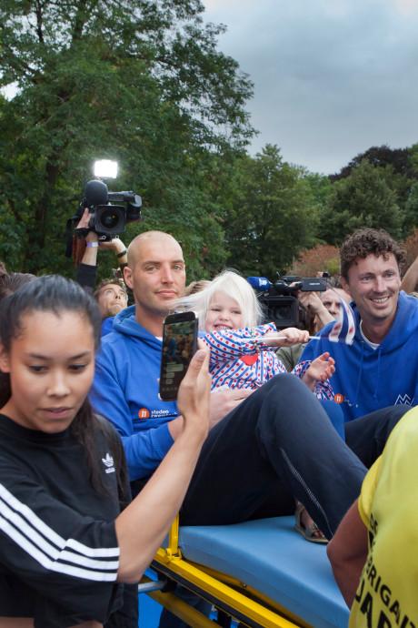 Casper van Aggelen uit Oosterhout fotografeerde elk moment van de tocht der zwemtochten