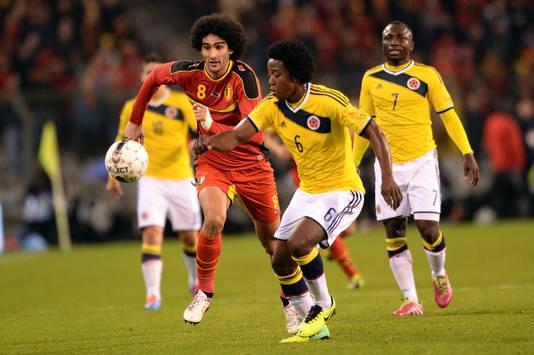 Carlos Sanchez (midden) in duel met Fellaini.