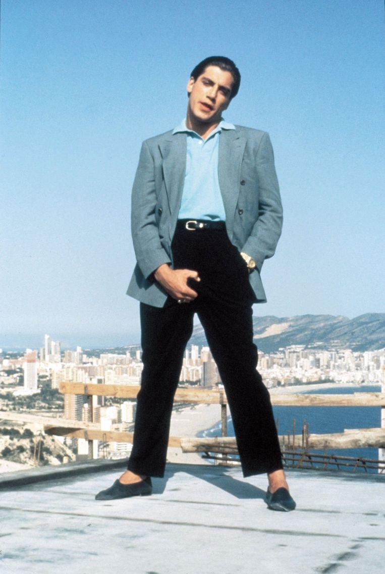 Javier Bardem kijkt neer op Benidorm in Golden Balls.   Beeld Imageselect / LOLAFILMS / Album