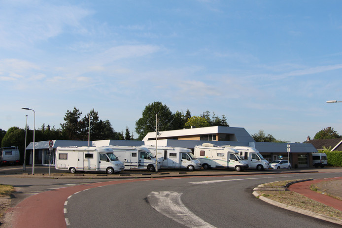 Het bedrijf Camperpassie op de locatie van de vroegere Ford-garage Van Lochem op de hoek van de Oude Eibergseweg en Parallelweg op het Needse bedrijventerrein Wheemergaarden.