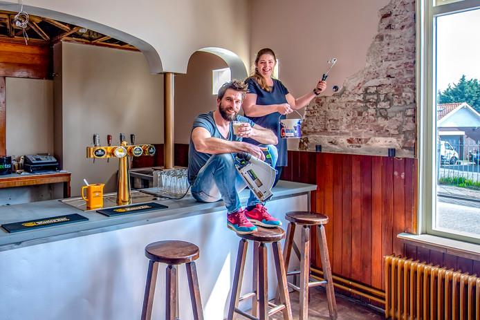 Ze zijn al drie maanden in de weer en tegelijk al volop open: Matthijs en Diana van Unieke Werken. Woensdag 24 april opent lunchroom Proefje's dan echt.