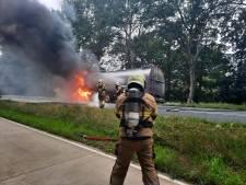 Vrachtwagen verwoest door brand in Sint Anthonis