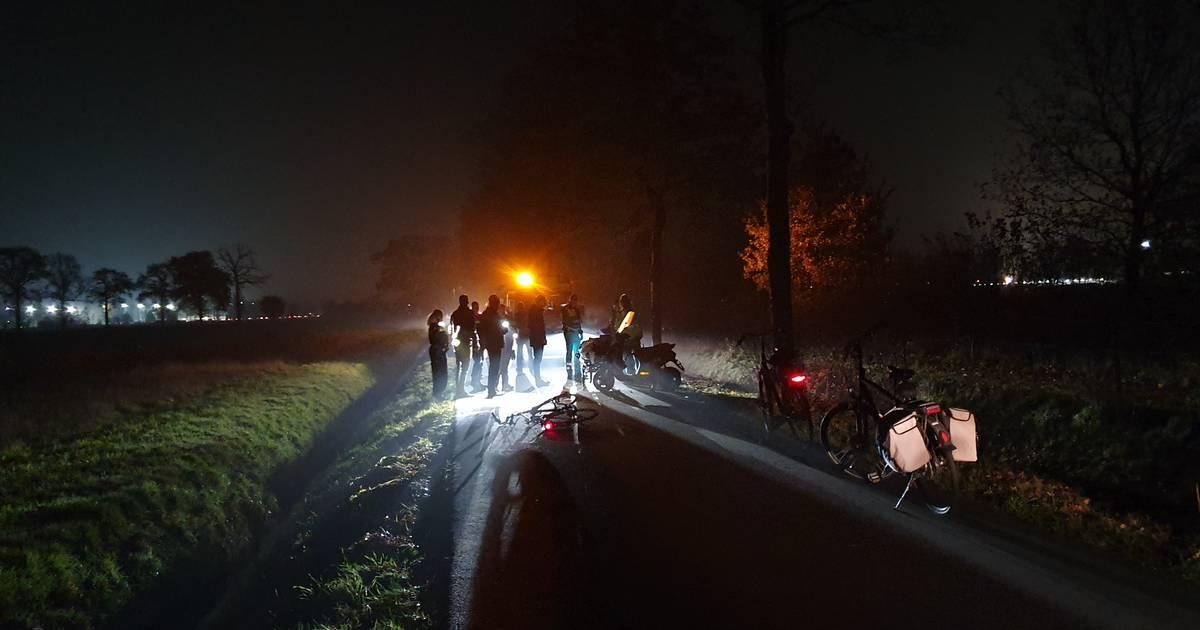 Frontale botsing scooterrijder en fietser in Wageningen: twee gewonden.