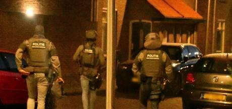Politie en DSI doen inval in woning in Enschede, één persoon gearresteerd