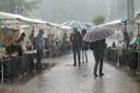 Het heeft ook wel eens geregend tijdens de kunstmarkt.