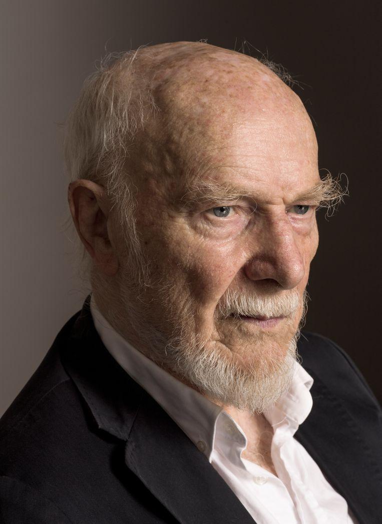 Theo Loevendie (Amsterdam, 1930) is een van Nederlands meest avontuurlijke muzikanten. In de jaren 60 en 70 speelde hij saxofoon in jazzbands, later ontwikkelde hij zich als componist en nam hij plaats achter de piano om eigen stukken uitte voeren met gerenommeerde musici. Voor zijn negentigste verjaardag trakteert Loevendie morgen op een groots jazzfeest in het Bimhuis. Voor zijn negentigste verjaardag trakteert componist Theo Loevendie op een meeslepend jazzfeest in het Bimhuis op zaterdag 19 september. Beeld Koos Breukel