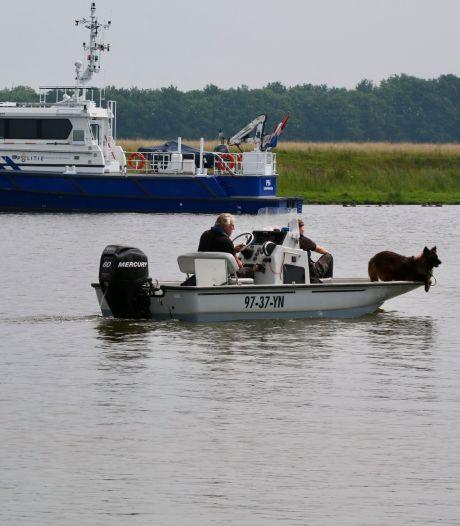 Alles uit de kast voor het vinden van een drenkeling: 'In een rivier als de Maas zie je geen hand voor ogen'