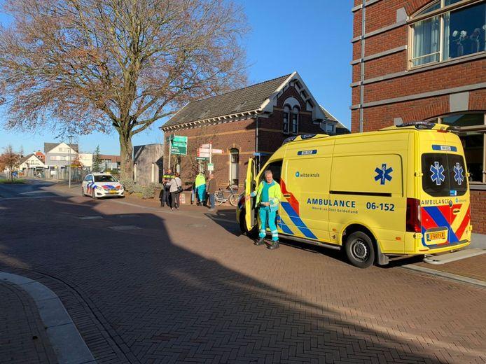 Hulpdiensten in Zeddam na het ongeluk.