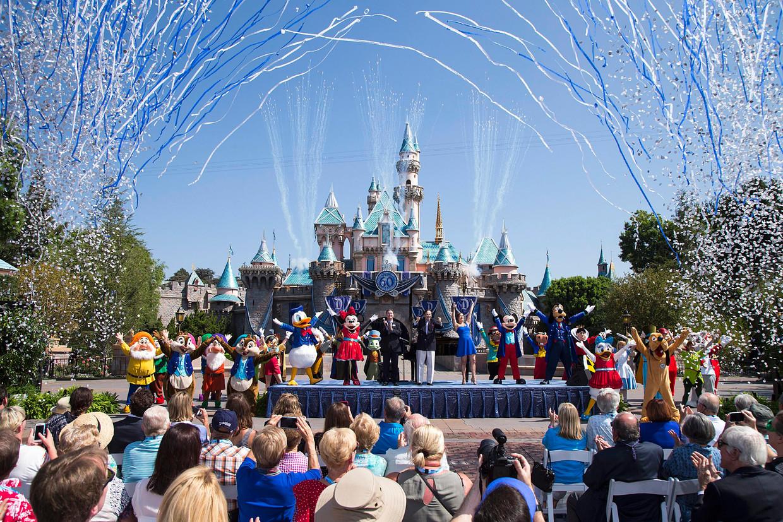 Werknemers van pretpark Disneyland kunnen nauwelijks rondkomen van hun salaris, zegt Abigail Disney, aandeelhouder en erfgenaam van het bedrijf. Beeld EPA