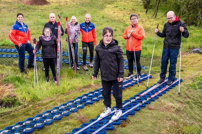 Vijf langlaufers en een skiër van WSG Uden gaan in 2022 naar de Special Olympics. Van links naar rechts: coach Christel Hanegraaf, Gisela Hanegraaf, Eljo van Haandel,  Maaike van Grinsven,  coach Aad Pietersen, Ellen ter Laak, Dave van de Louw en  Ingmar van der Steen.
