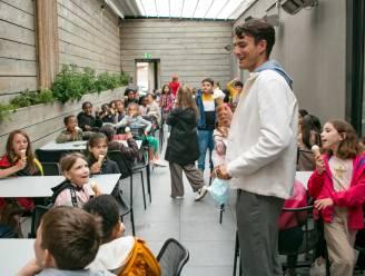 """Conner Rousseau trakteert 60 kinderen op ijs bij Crèmerie François: """"Ik leer bij en iedereen is blij"""""""