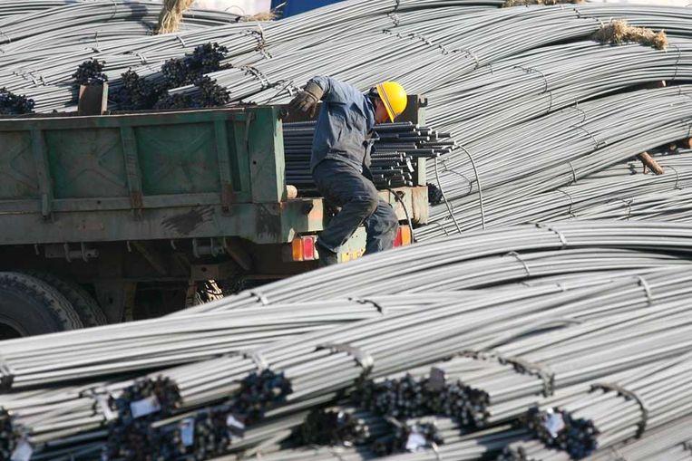 Staalbedrijf in Noordoost-China. China koopt her en der mijnen op of breidt deelnemingen uit, zoals in Australische mijngigant Rio Tinto. (EPA) Beeld null