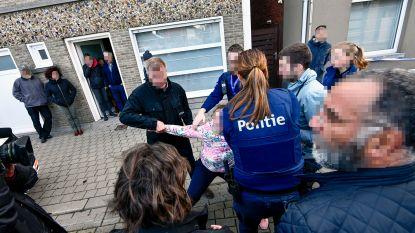 Grote commotie bij reconstructie moord op Jill (36): politie komt tussenbeide nadat zus van slachtoffer dader uitscheldt