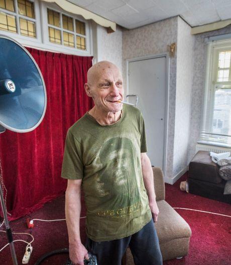 Krakers wonen heerlijk in voormalige ambassade van Congo: 'Keukenraam stond open, dus we konden zo naar binnen'