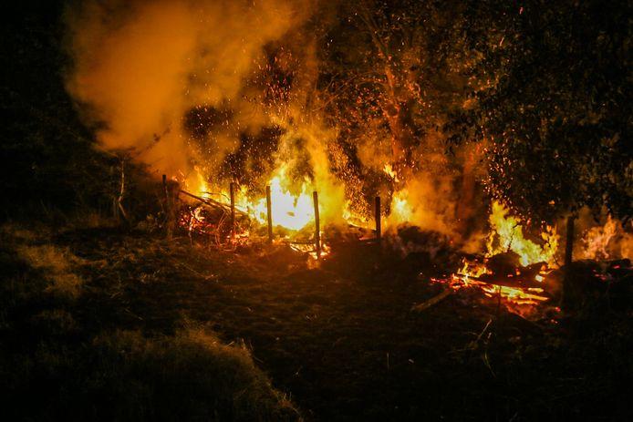 Brand in groenstrook bij Helmond.