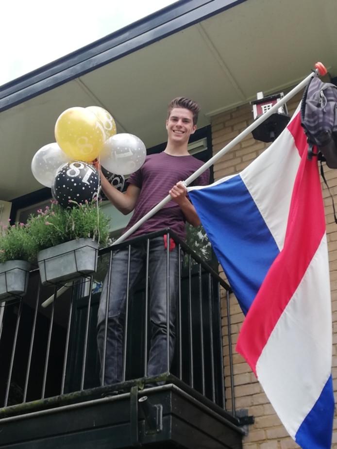 Koen van Eeuwijk uit Woerden is geslaagd voor zijn vwo. En hij is ook nog jarig. Hoe leuk is dat?