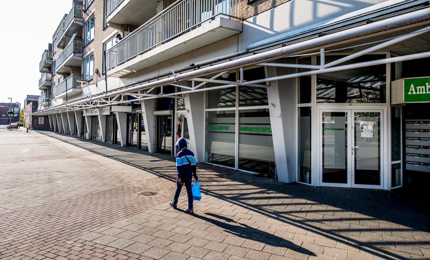 Op deze plek op het Ambachtsplein in Rotterdam-Zevenkamp opent Albert Heijn een kleine vestiging. Eerder zat hier een Coop-supermarkt.