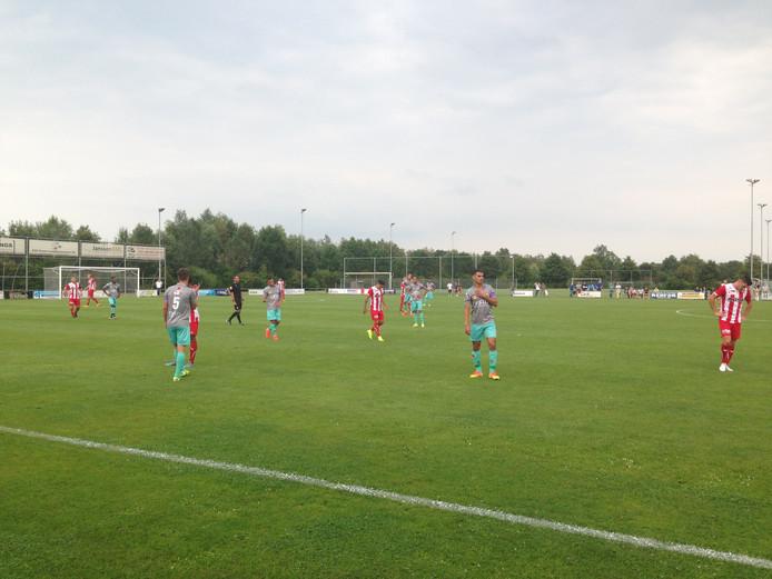 FC Oss won het oefenduel met Excelsior met 2-0.