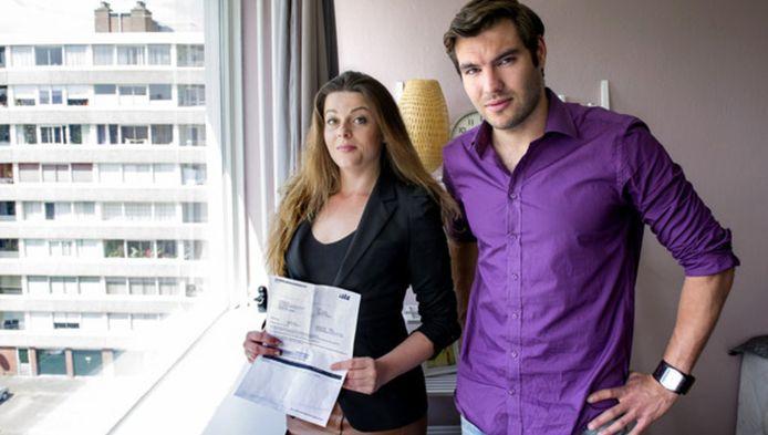 Nena Gorter en Tim Hofman kregen voor hun flats aan de Naxosdreef torenhoge rekeningen voor de stadsverwarming.
