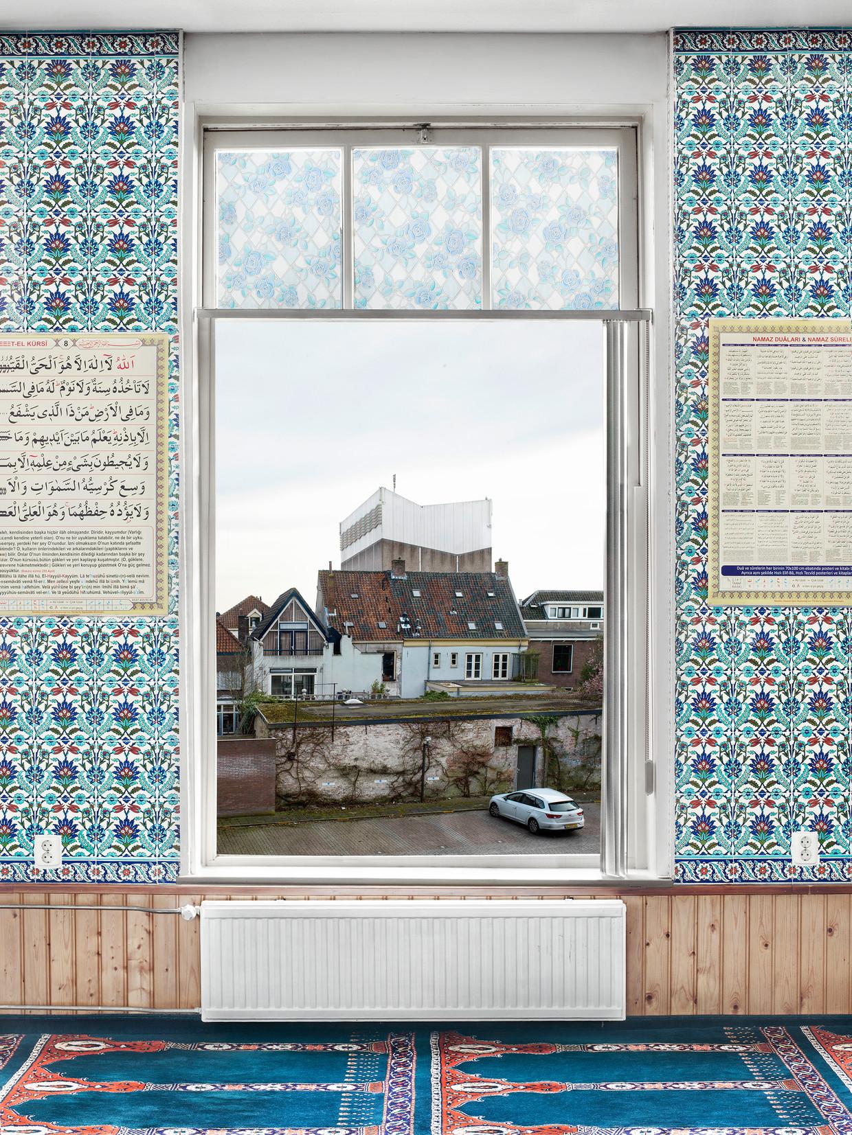 New Dutch Views #1; omwille van de veiligheid blijven de locaties van de moskeeën onbekend.