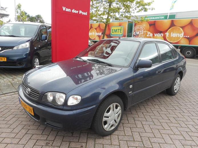 De gestolen Toyota Corolla bij autobedrijf Van der Poel in Hulst.