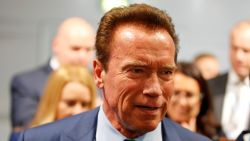 Arnold Schwarzenegger in de bres voor 102-jarige vrouw