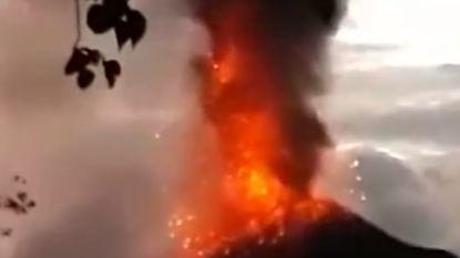 VIDEO. Oorzaak tsunami? Vulkaan Anak Krakatoa barst uit