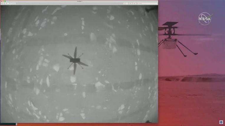 De schaduw van de Ingenuity tijdens de eerste vlucht.  Beeld REUTERS