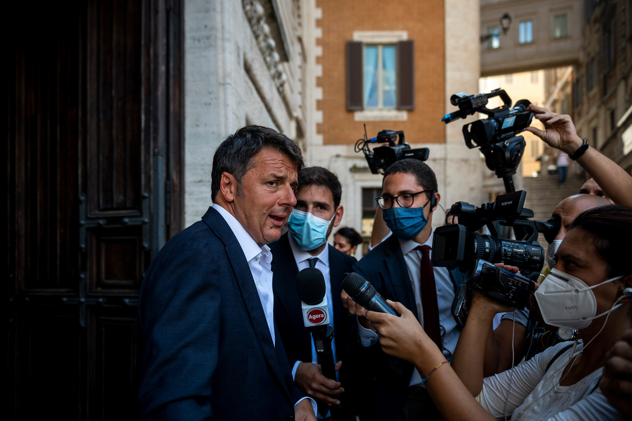 Matteo Renzi, leider van Italia Viva staat in september in Rome de pers te woord. Beeld Antonio Masiello / Getty Images