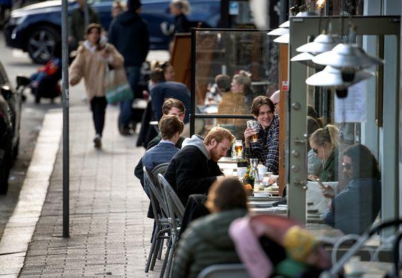Zweedse cafés (zoals hier in hoofdstad Stockholm) en restaurants mochten gewoon openblijven.