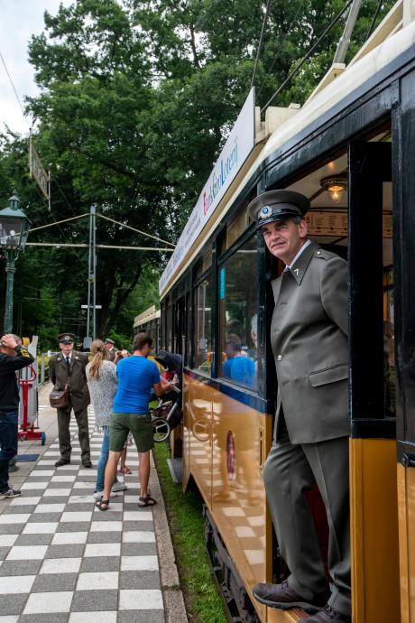 Tram rijdt weer in het Openluchtmuseum