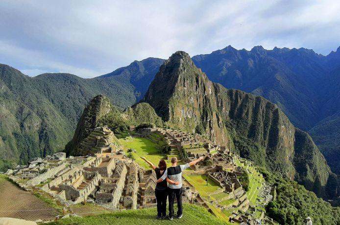 Ruud Cissen en zijn partner Laura van Zoggel begonnen in februari aan een mooie vakantie in Peru, maar zitten inmiddels muurvast in het land.