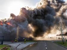 Zeer grote brand bij schildersbedrijf in Oosterhout: veel zwarte rook en NL Alert verstuurd