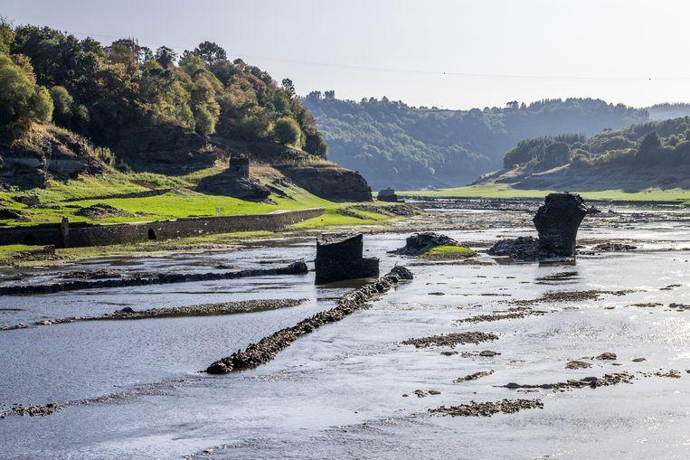 Ruïnes op de bodem van een opgedroogd stuwmeer in Portomarín. Beeld Thinkstock