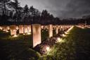 Lichtjes op de Canadese begraafplaats in Bergen op Zoom.