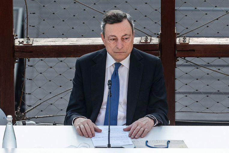 Italiaans premier Mario Draghi, ooit zowat de tegenpool van Salvini, zit nu samen met hem in de regering.  Beeld EPA