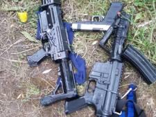 Agenten met 'zware vesten' en hand op holster treffen jongens (13 en 14) met speelgoedwapens aan in bosjes