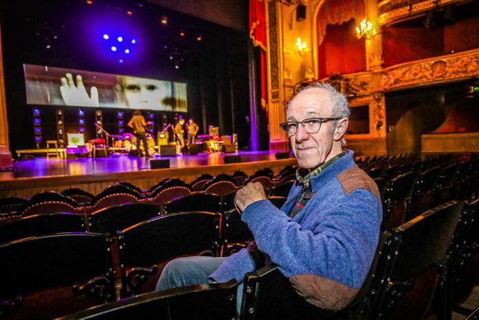 Raymond van het Groenewoud viert zijn zeventigste verjaardag onder meer in de Stadsschouwburg om de hoek.