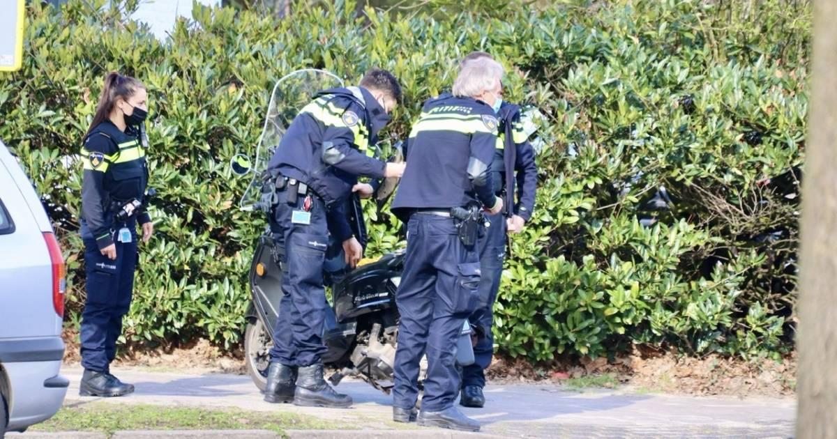 Scooterrijder raakt gewond na botsing met busje in Oldenzaal.