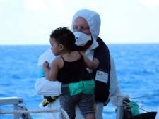 Nederlandse marine redt 193 vluchtelingen op zee