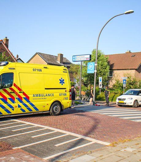 Fietser en automobilist botsen in Nijkerk, één gewonde