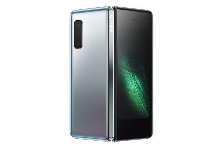 Samsung Galaxy Fold.  Scherm van 18,5 cm aan binnenkant, kleiner aan buitenkant. Te koop vanaf 8 mei. 2.000 euro. Beeld Photo News