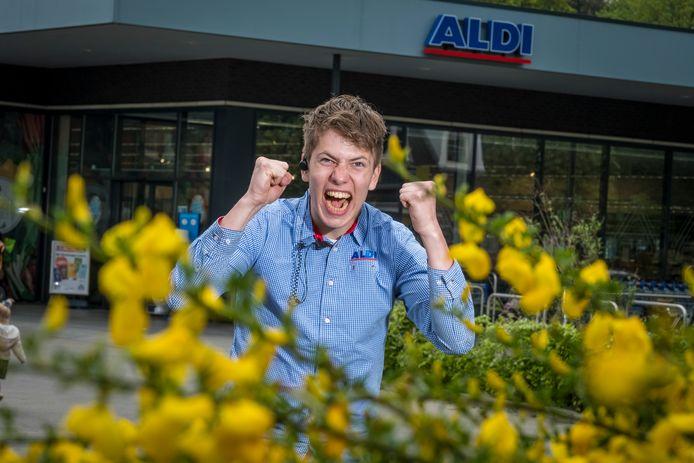 Pascal Colijn juicht er op los in de allereerste Oranje-commercial van de Aldi.